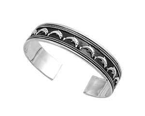 Laura&#039;s Silver Bangle Bracelet - Dolphin
